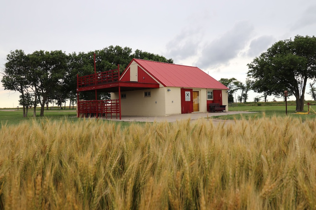 this cozy cabin is one of the best VRBOs in Kansas