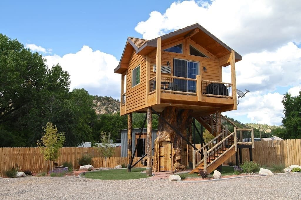 a photo of the treehouse at the escape one of the best utah cabins